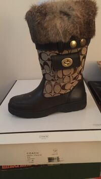 Women's brown leather coach boots with the fur slightly worn size 6.5 Lorton, 22079