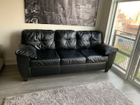 Gently used Black leather couch Baltimore, 21230