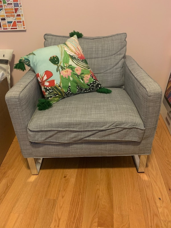 Couch and chair matching set! 5632bbd8-7941-498e-b4af-e67e8aa0d5b9