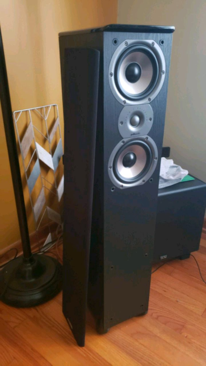 Photo Polk Audio Speakers and DCM 12 Powered Subwoofer