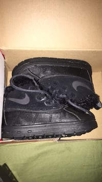 Pair of black nike boots Salem, 01970