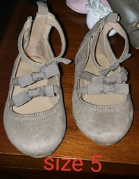 pair of gray-and-white shoes 1462 mi