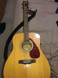 brown and black acoustic guitar Fort Washington, 20744