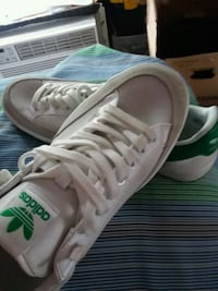 pair of white-and-green Adidas sneakers Richmond, 47374