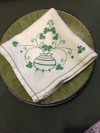 Table cloth and plates Cobourg, K9A