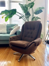 Original midcentury egg chair ! Milton, L9T 0N2