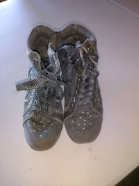 Girls grey boots/shoes size 2 Peoria, 85381
