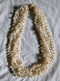 White pearl necklace with crystal clasp Toronto, M5A 3J7