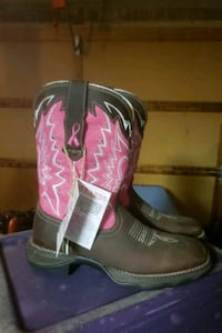 pair of brown-and-pink leather cowboy boots Springfield, 65802