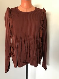 Aritzia Wilfred Top Size Medium  Surrey