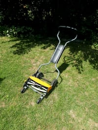 Fiskar's Stay-Sharp 18 in. Push mower Toronto, M4A 2G1