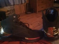 unpaired black and brown work boot 783 mi
