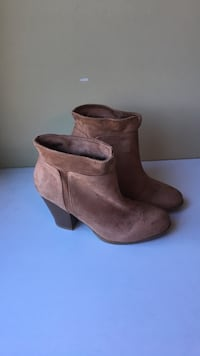 SIZE 5 faux suede heeled boots Nanaimo, V9R 6R5