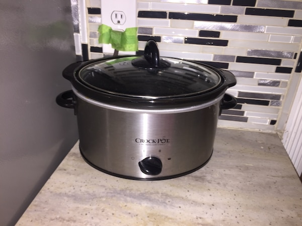 Gray and black crock-pot slow cooker