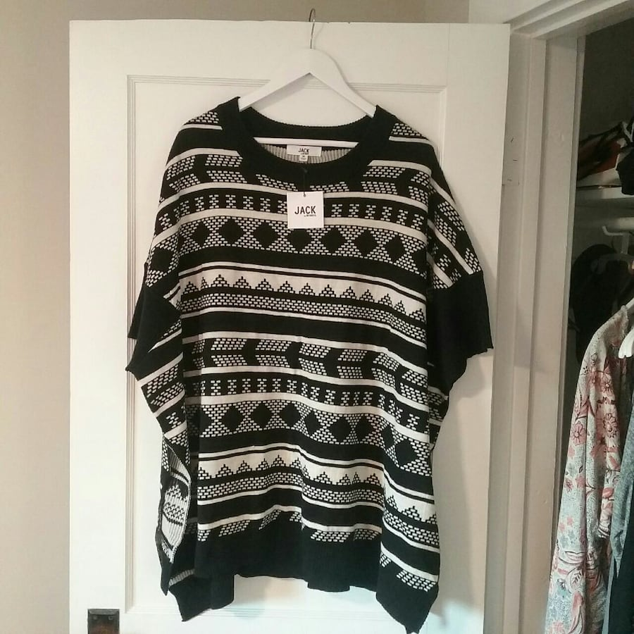 Nordstrom Rack Poncho Sweater (M) Fits Large-XL