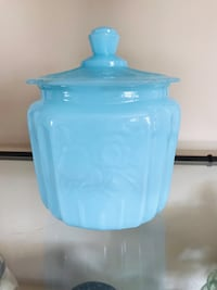 Beautiful Milk Glass Cookie Jar Hagerstown, 21742
