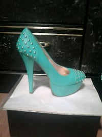 Turquoise heels. Size 9 North Vancouver, V7L 3C9