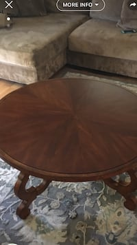 round brown wooden pedestal table San Diego, 92108