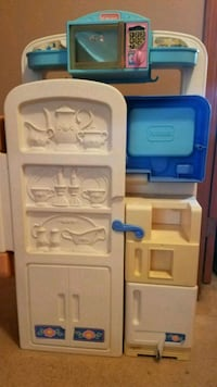 Play kitchen.   Folds up Monroe, 10950