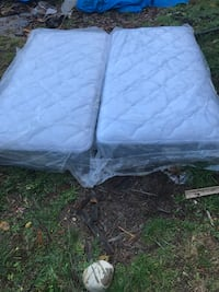 Quilted white and gray mattress twin sizes  Lynnwood, 98036