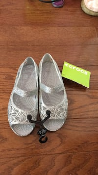 Girls brand NEW glittery crocs sandals - size 13 Mississauga, L4Z 0B4