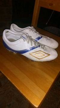 UMBRO CLEATS SIZE 6 Y St. Catharines