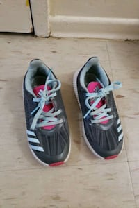 Kids girls shoes size 11k  Mississauga, L5M