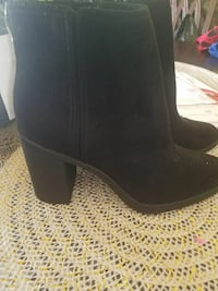 pair of women's black suede chunky-heeled side-zip booties San Bernardino, 92410
