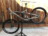 2014 Speciaized enduro fsr Expert SL XO derailleur Avid Hydraulic oil disc brakes 27.5 wheels and tires dropped post medium frame excellent condition  San Jose, 95132