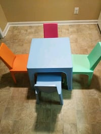 Kids table and  chairs  Clarksville