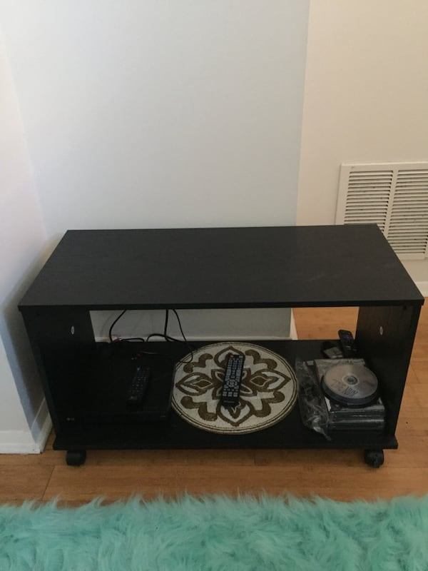 TV stand- price negotiable 831c799c-dbe7-4e25-9d3b-050842e668b0