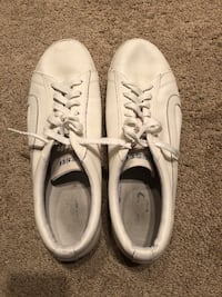 Pair of white low-top sneakers diesel size 12 Irvine, 92602