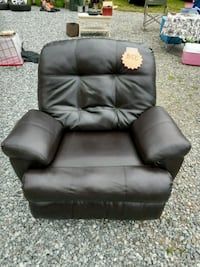 black leather recliner sofa chair Puyallup, 98375