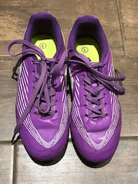 Kids cleats size 1 New Westminster, V3L 2V3