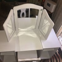 Little girls vanity in good condition with mirrors ,adjustable shelfs and chair  Springfield, 22152