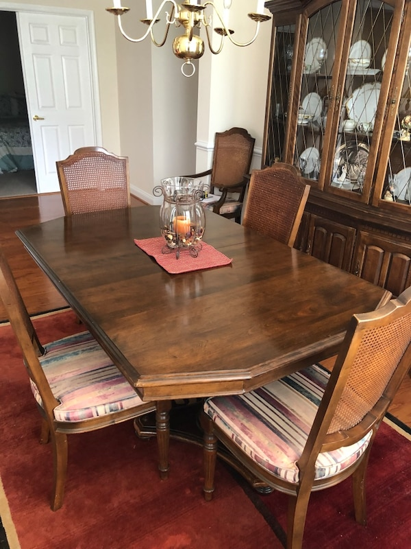 Ethan Allen dining set 7b8ff3ed-2561-4a74-a048-ee1c235aa896