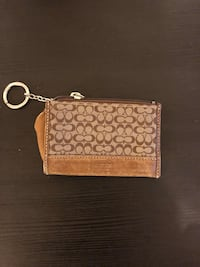 brown and white Coach wristlet New Haven, 06515