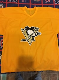 Pittsburgh Penguins yellow hockey jersey size large Mississauga, L5N 7E3