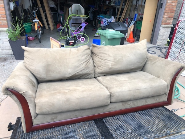 2 seat couch  4e9a83dc-3797-4313-8f55-69aa7b346804