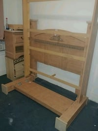 Queen size wooden bed frame Brooklyn, 11233