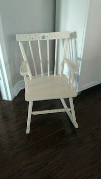 white wooden windsor rocking chair Longueuil, J3Y 6N9