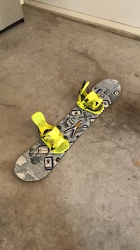 Yellow and black snowboard with bindings size: 130 Burlington, L7L 1A1