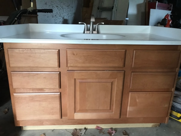 Bathroom cabinet and sink a4b78c28-f610-49e5-8dc2-5d1d598c8025