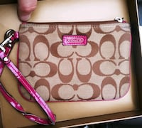 COACH WRISTLET & LEATHER WALLET Boston, 02125