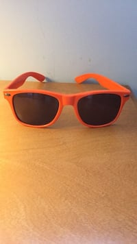 Orange framed sunglasses Kelowna, V1V