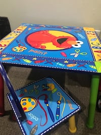 Kids Sesame Street table with 2 chairs 3735 km