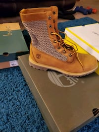 size 10 women's Timberland boots never worn