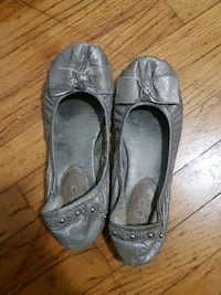 pair of gray leather flats Vancouver, V5S 2N8