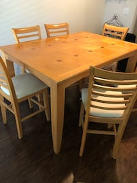 Rectangular brown wooden table with four chairs dining set San Antonio, 78258