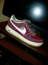 unpaired red and white Nike Air Force 1 low Silver Spring, 20903